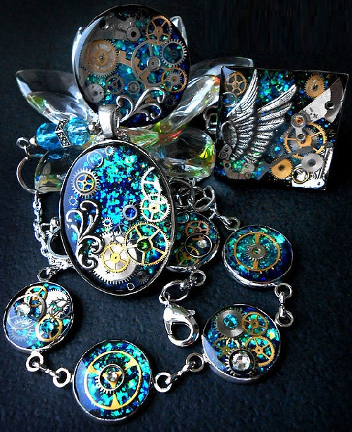 Steampunk pendant, necklace, earrings and bracelet