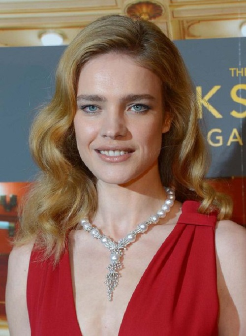Supermodel Natalia Vodianova in YOKO elegant pearl necklace from the collection of Mayfair. Gold, diamonds. pearl