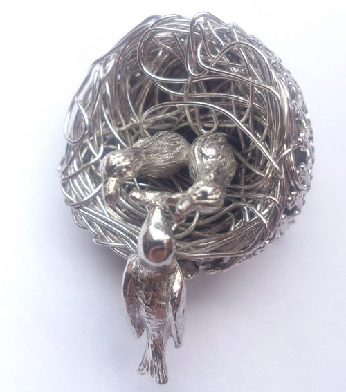 The famous brooch 'Nest' by Jeanne - Business Card of the company