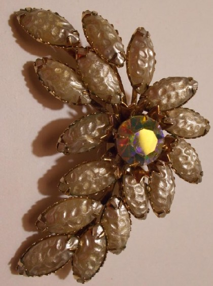 1950 Carved Glass Baroque Pearl Vintage brooch