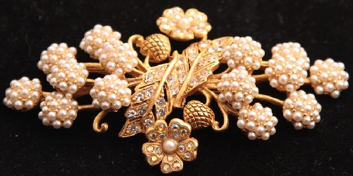 Vintage brooch with floral motifs. Askew London