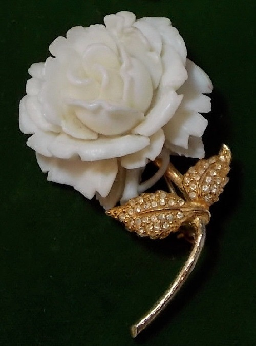 White Rose. Gold tone brooch of plastic and rhinestone