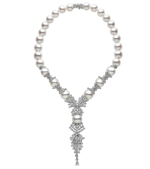 YOKO elegant pearl necklace from the collection of Mayfair. Gold, diamonds. pearl
