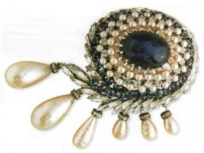 Brooch in the form of eye-coated rhodium metal, cabochon, imitation pearls, rhinestone. The end of the 1950s.