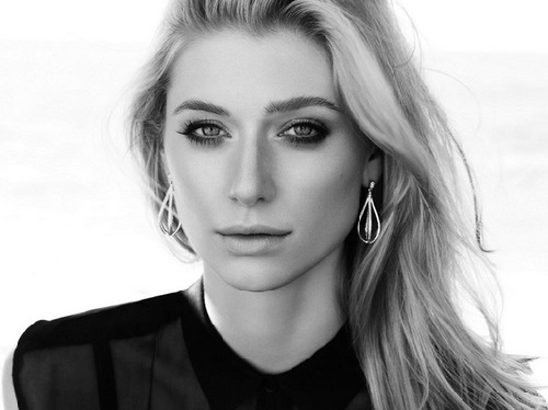Elizabeth Debicki in Jan Logan jewellery