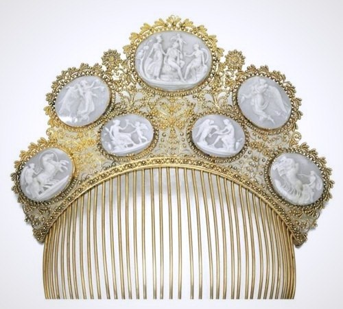 Fine hair combs of the first half of the XIX century