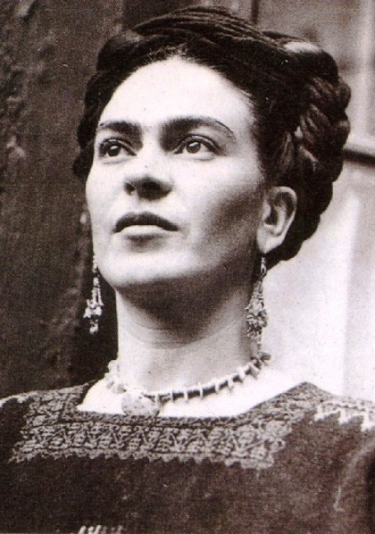 It's impossible to see the artist without any decoration, she was a true jewellery lover