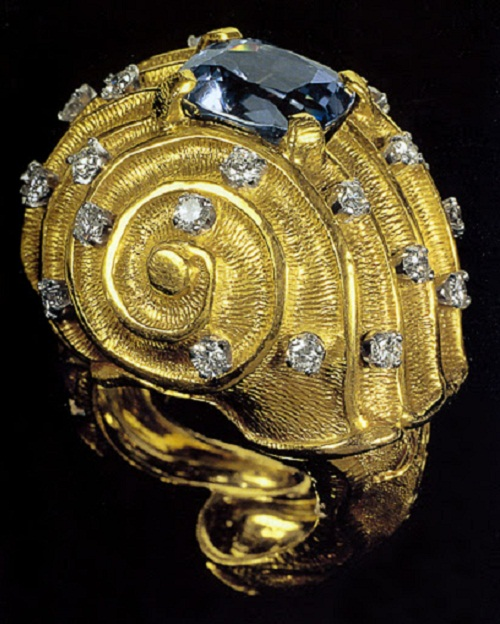 Seashell. Salvador Dali surreal jewellery