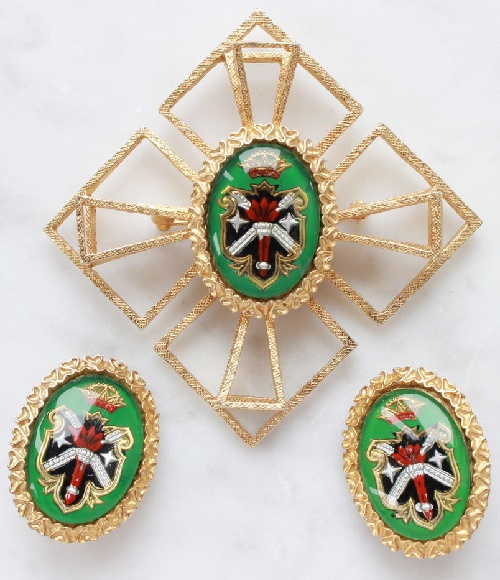 Castlecliff Heraldry vintage set. Vintage set brooch and clips, marked