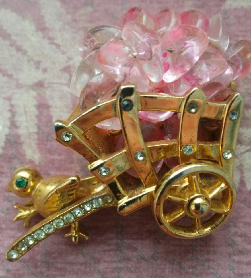 Castlecliff Vintage brooch Chicken with a cart