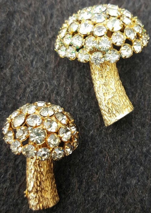 Vintage brooch mushrooms. Castlecliff. 1960s