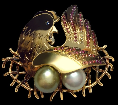 Brooch 'Speckled Hen'. Yellow gold (585), pearl, colored sapphires