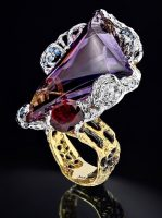 Magic of night in a luxurious ring from the collection of Vincent