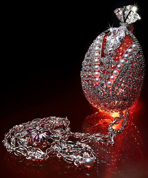 Exquisite pendant, created in the image of the crown of the Russian Empire