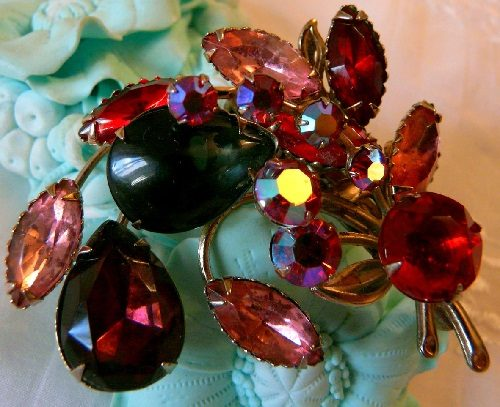 The shadows of red, brooch, 1950s