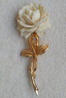 Elegant, graceful carved gold Rose from Accessocraft, a miniature copy of a living rose. Made of gold alloy