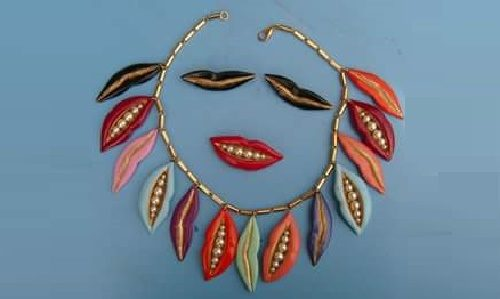 Smiling set of necklace, brooch and earrings