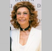 Sophia Loren in choker with an inset of pink gold with diamonds. 2013