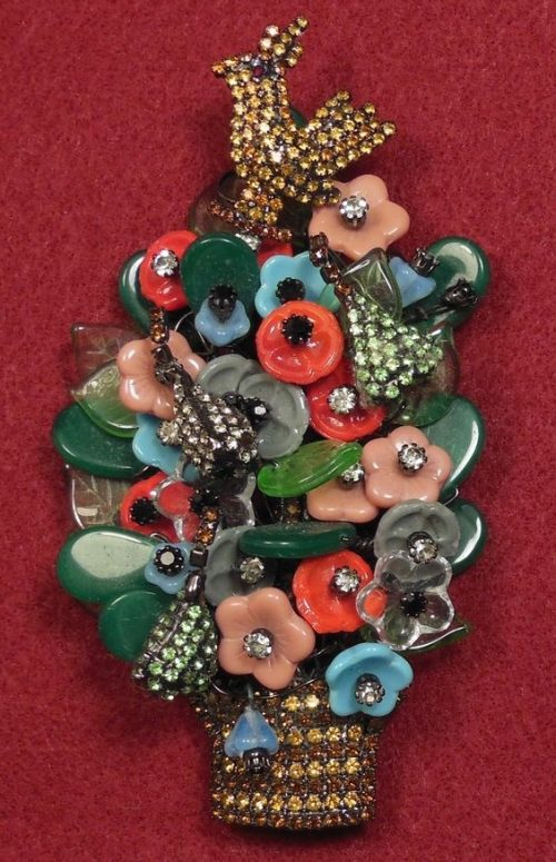 A bird in a flower bouquet brooch