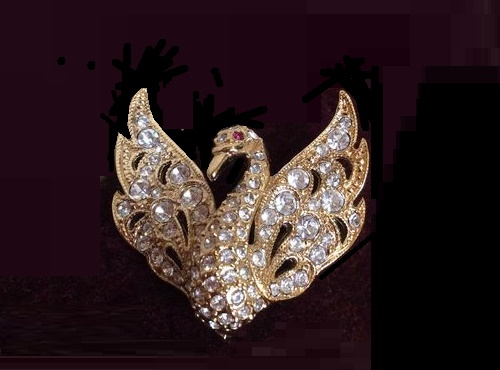 Elegant vintage brooch from England in the form of a swan. The base is made of a gold-tone jewelery alloy. Decorated with a scattering of sparkling Swarovski crystals