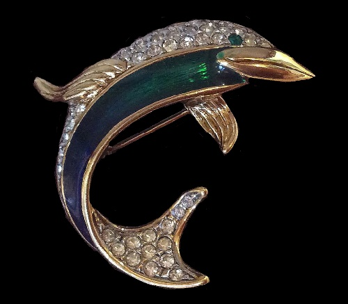 2017 fashion jewelry - Elegant Vintage Brooch In The Form Of A Dolphin The Base