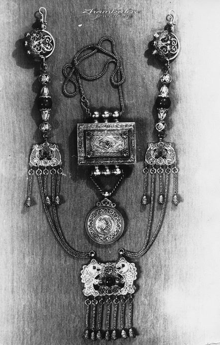 Ancient women's set of Buryat women - Hiihe, Guu (amulet box), pendant 'Lion'. Silver, corral, bells