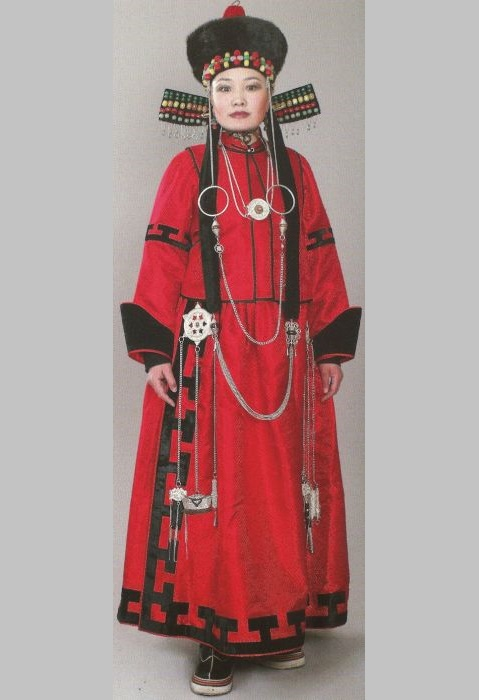 The national costume changed with the transition of a woman from one age period to another, as well as with a change in the situation in society, the family