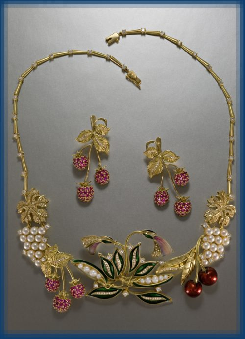 Raspberry jewellery set