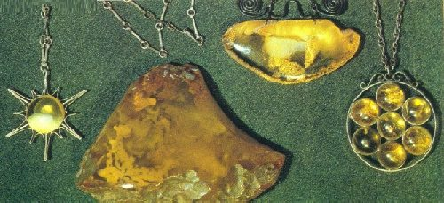 Amber articles. The exhibition of Modern Works of the Kaliningrad Integrated Plant