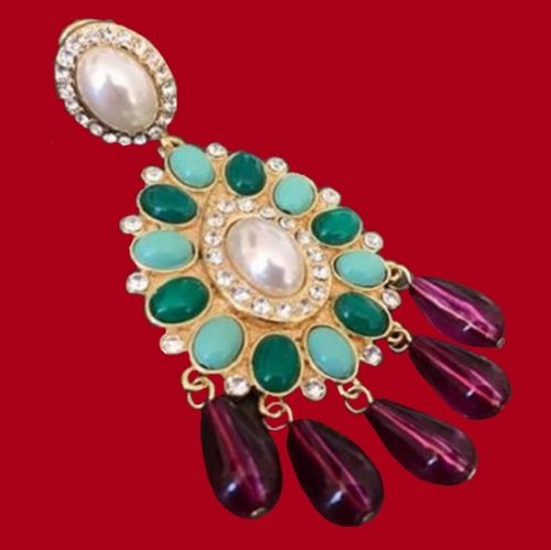 Gorgeous costume jewelry - earrings