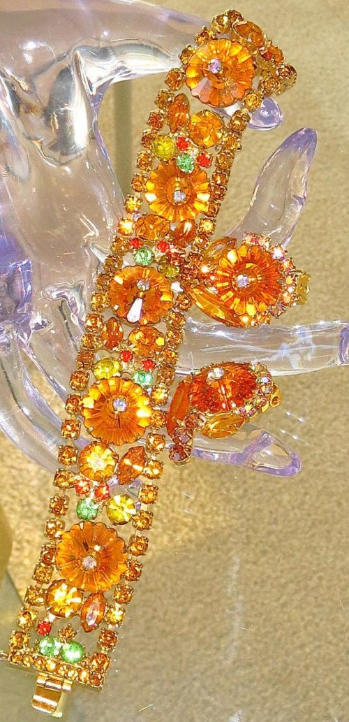 Extraordinarily charming leaf brooch and earrings. 1970s