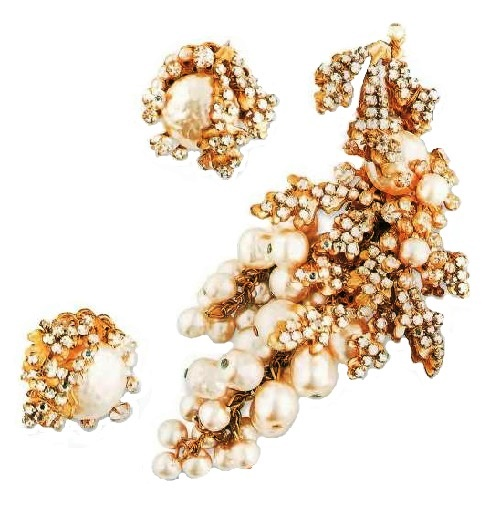 1950s brooch and earrings, artificial pearl, jewelry alloy of yellow color. £ 300-335 ROX