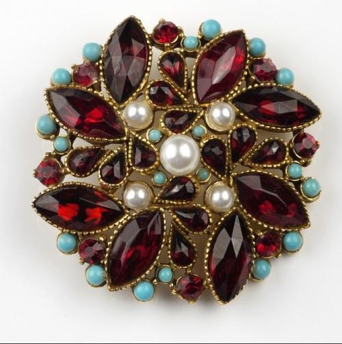 Elegant brooch
