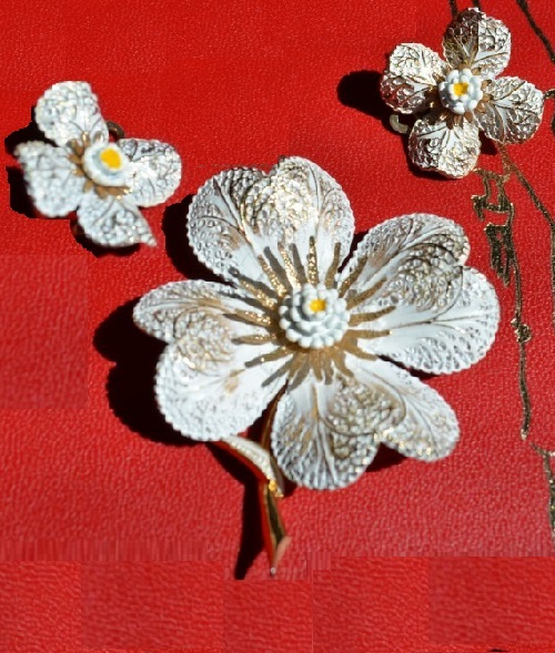 Flower brooch and clips