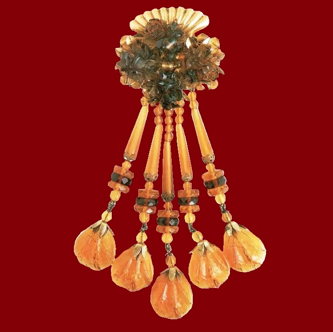 Brooch, leaves and suspensions of amber glass. 1930s. £ 280 SUM