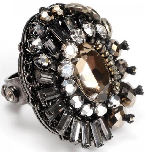 Stylish black ring with rhinestones