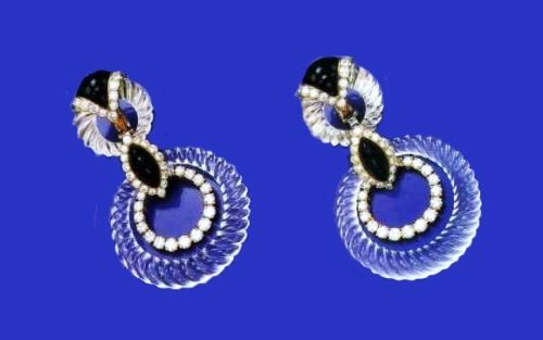A pair of earrings with onyx, rock crystal and diamonds. The end of the 1970s. A typical design of the bound rings