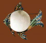 Adolf Katz. Brooch, silver, enamel, rock crystal, cabochons, translucent lucite. 1940s, 7 cm. £ 275-300