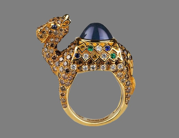 883150be777762 Camel ring. Madagascar sapphire, yellow and blue sapphires and emeralds