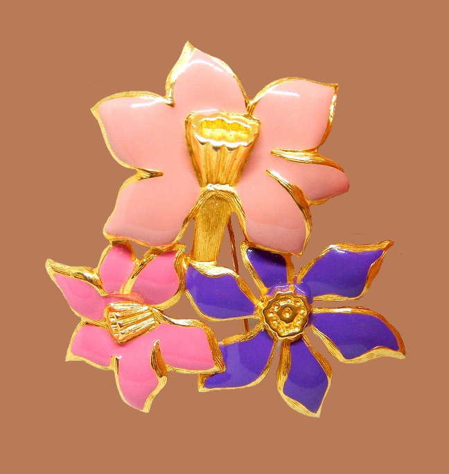 Bouquet enameled brooch. Jewelry alloy of gold tone, rhinestone. 6.5 cm