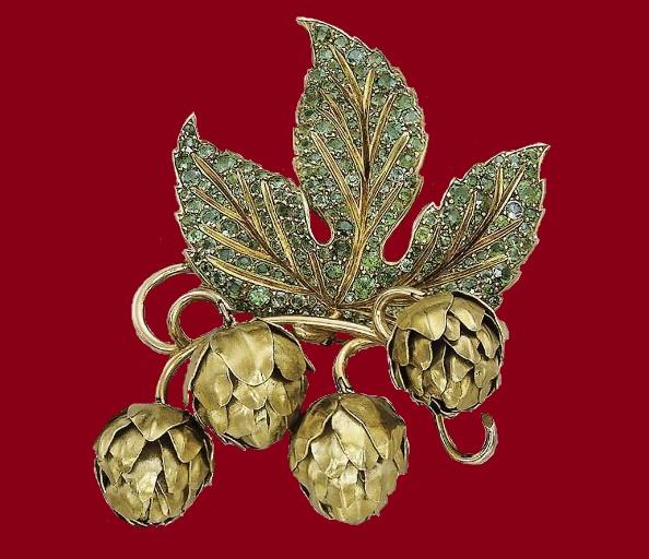 Chestnut brooch