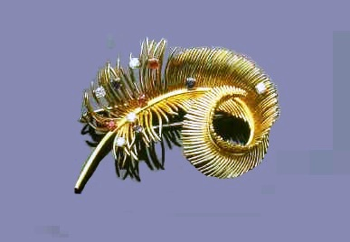 Feather brooch in gold with gems. 1950's