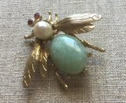 Fly with natural stones (garnets, jadeite, and pearls)