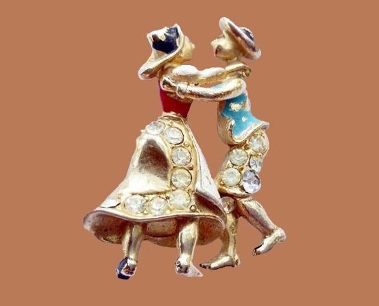 Folk dancers. Coro 1940 brooch