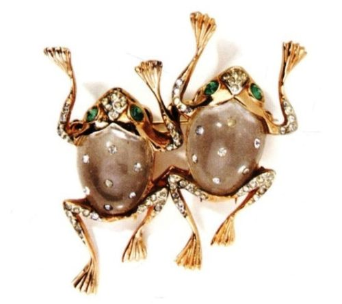 Frog duette brooch, 1944. Designer Adolph Katz, from the series of Jelly Bellies brooches