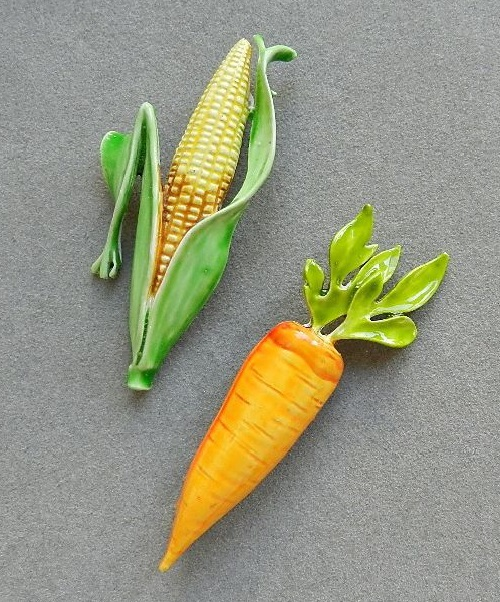 Funny vintage brooches – corn and carrot, 1970s – 80s
