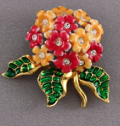 Charming bouquet brooch