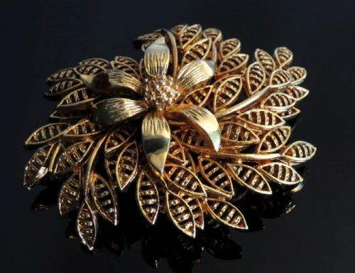 Rare gold tone flower brooch, 1940s