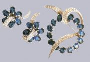 Rhodium metal, sapphire and transparent rhinestone. 1950's. Brooch width 5 cm, Earrings 2,5 cm