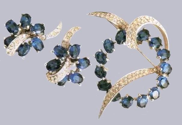 Rhodium metal, sapphire and transparent rhinestone. 1950's. Brooch width 5 cm, Earrings 2,5 cm